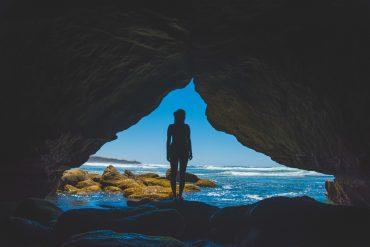 Mujer frente al mar Mi Soltería Y El Feminismo - La Nueva Bagatela
